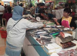 Indonesian fish market (02)