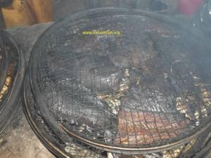 Smoking of African catfishing in Malawi (02)