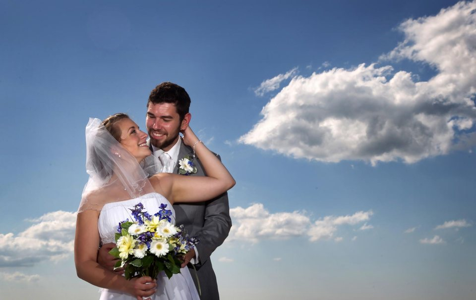 bride and groom fci photography water front buffalo