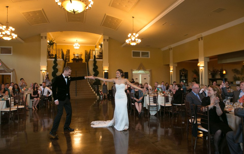 buffalo-weddings-bride-and-groom-avanti-mansion-first-dance