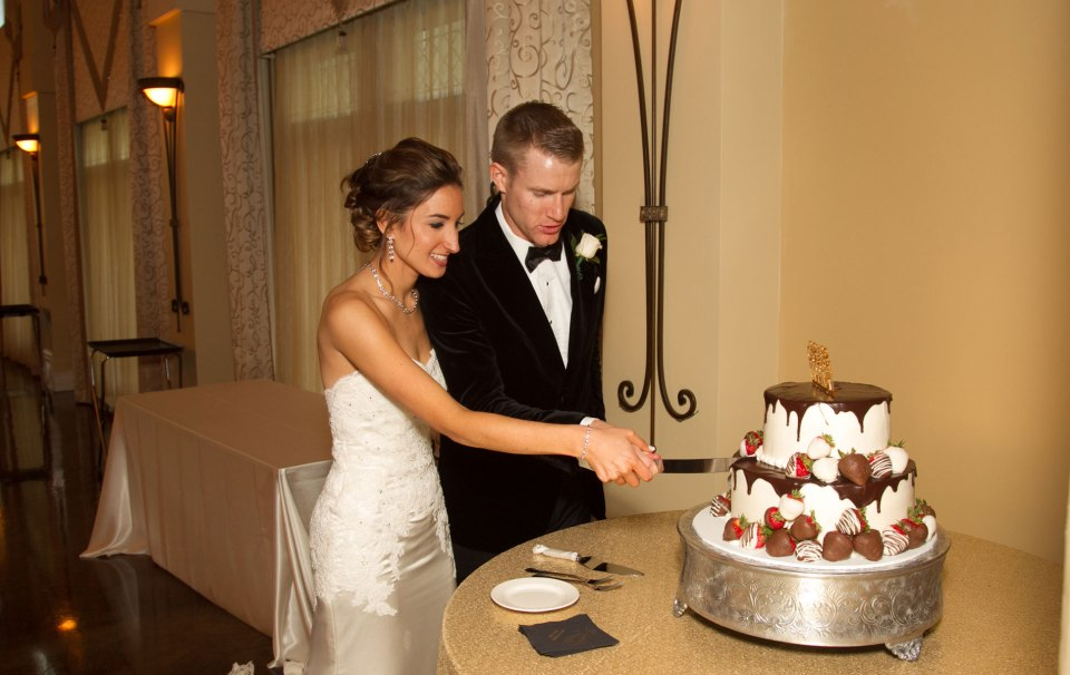 buffalo-weddings-bride-and-groom-avanti-mansion