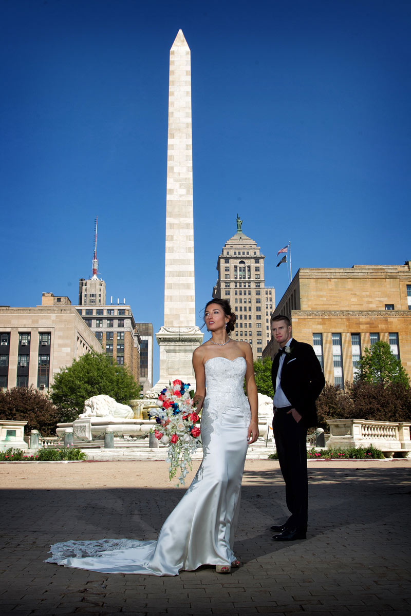 Buffalo-weddings-bride-and-groom-niagara-square