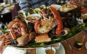 Biodegradable edible film kills pathogens on seafood