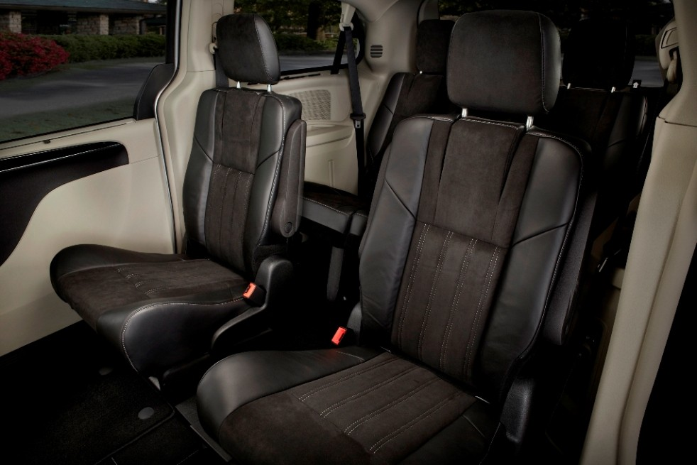 Vehicle featured first row bucket seats, second row captain's chairs and third row fold down bench seat