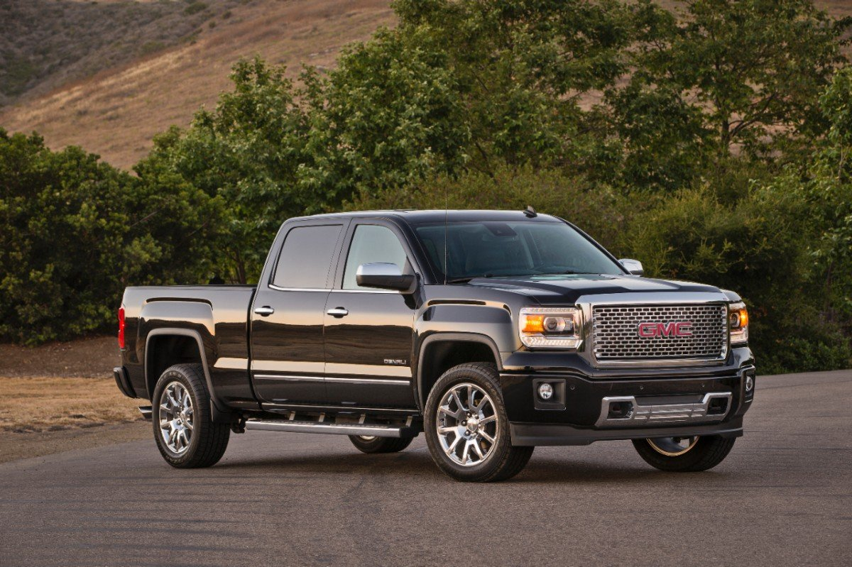 2014 GMC Denali with 12,000 lbs. tow capacity (SAE J2807)