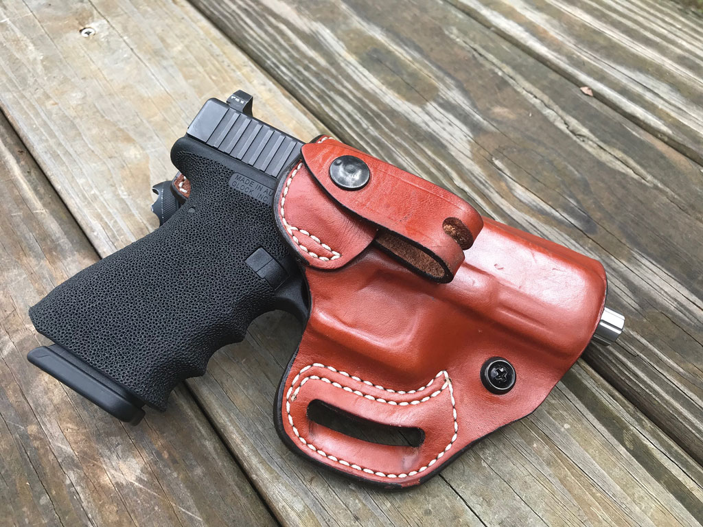 The DeSantis Osprey conveniently allows for both Inside-the-Wasteband (IWB) or Outside-the-Wasteband (OWB) carry.