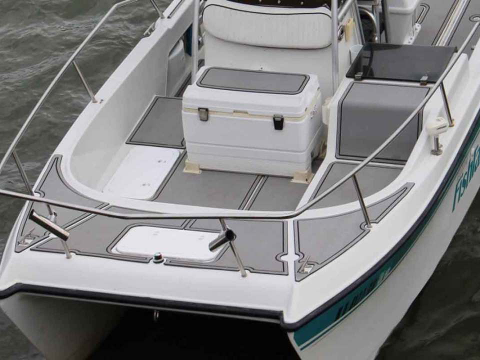 boat with shipsdek