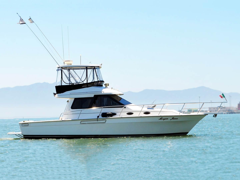An offshore fishing boat makes its way towards Ensenada harbor