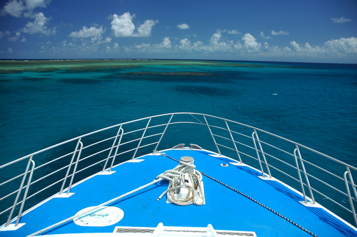 A look at the Great Barrier Reef from a ship