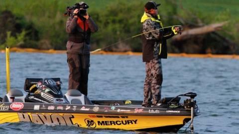 Mercury pro Skeet Reese wins Lake Guntersville Elite Series, with a little help from a friend