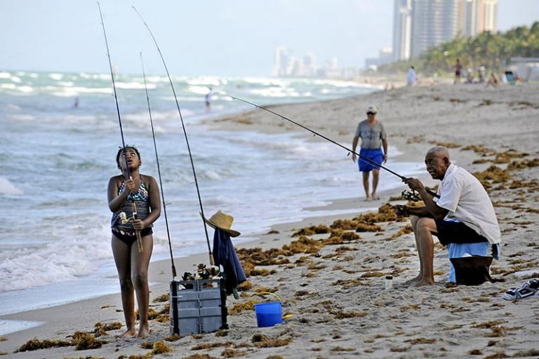 10 The Best Beach Fishing Tips For Beginners
