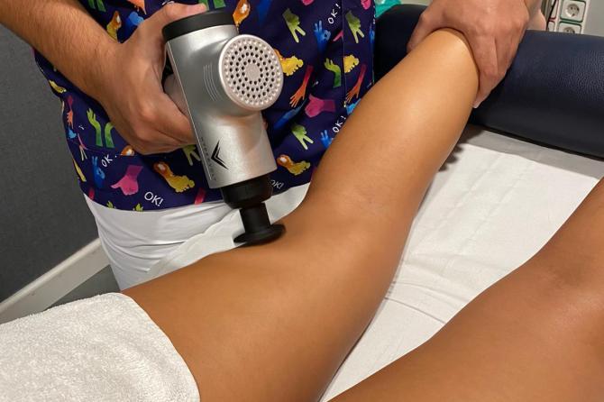 Pistola de masaje muscular por vibración