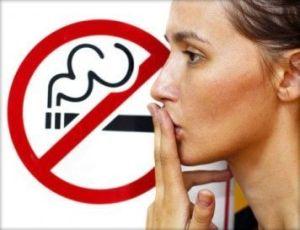 Los Ciudadanos a Favor de Prohibir Fumar en el Coche