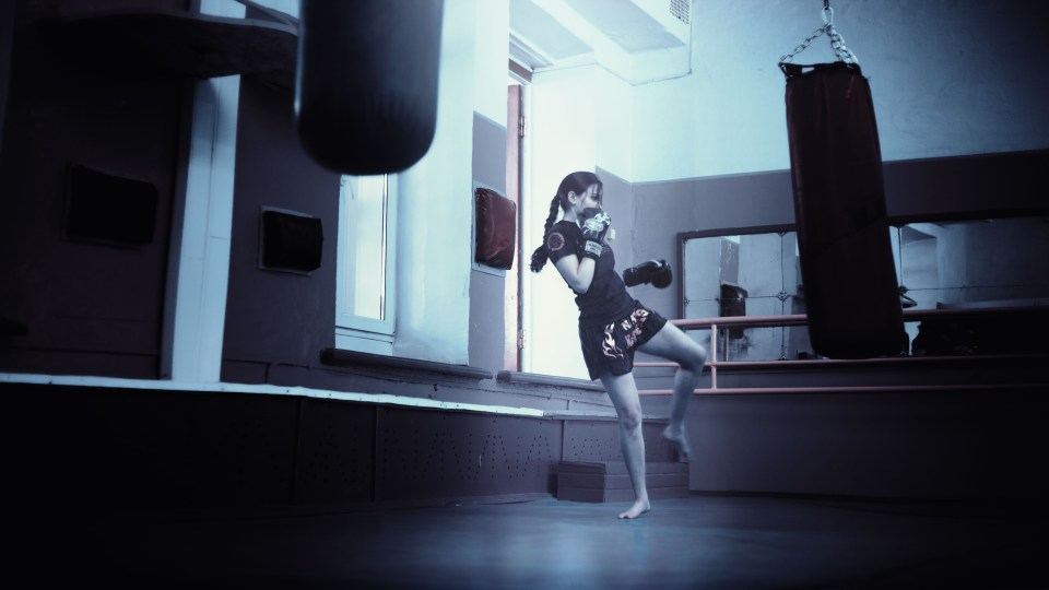 kickboxer-girl-kickboxing-athletic-girl