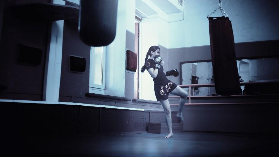kickboxer-girl-kickboxing-athletic-girl