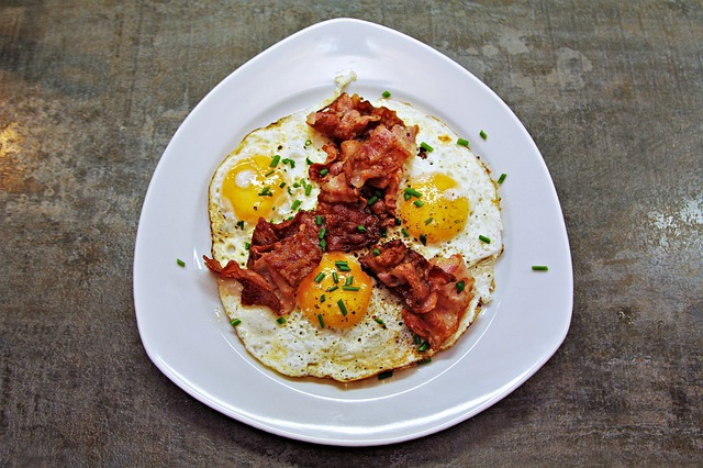 Enjoy eggs and bacon on the keto diet.