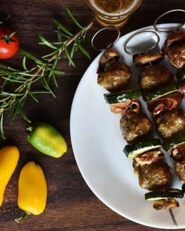 picture of steak kabobs and low calorie vegetable for keto