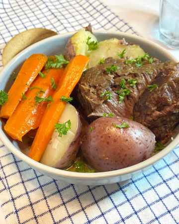 slow cooker pot roast with potatoes and carrots