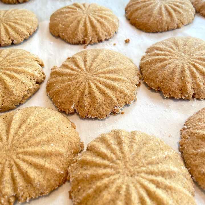 freshly baked spice cookies