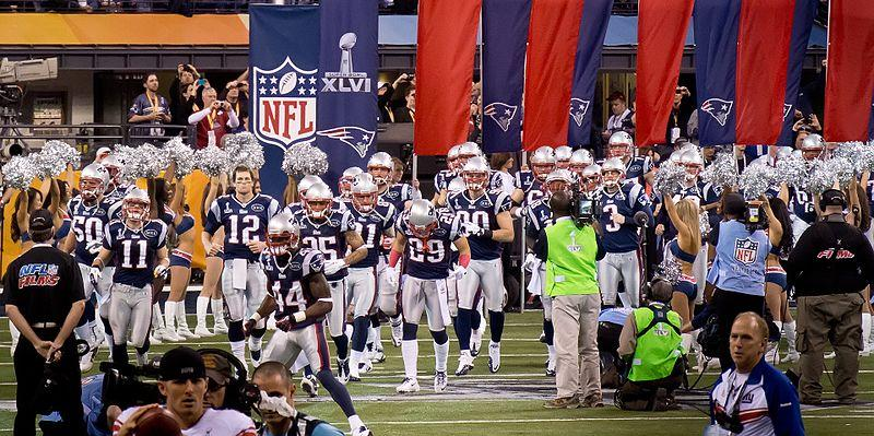 New_England_Patriots_grand_entrance_(6837538261)