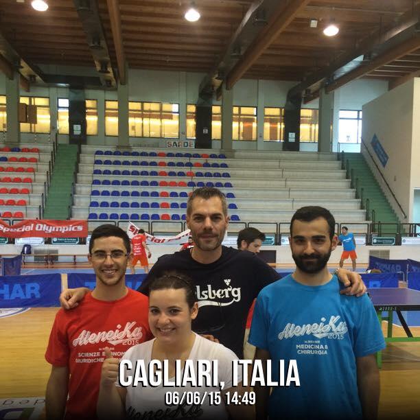 Il presidente della Fitet Sardegna Simone Carrucciu con i tesserati Fitet che hanno preso parte al Torneo di Ateneika