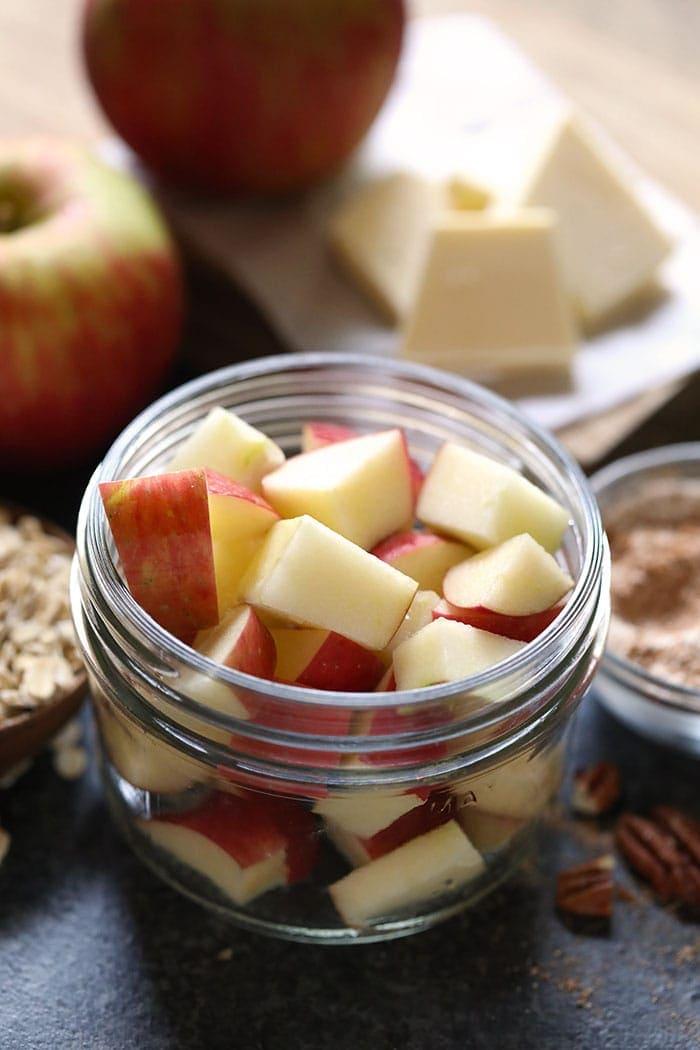 Geschnittene Äpfel in einem Einmachglas