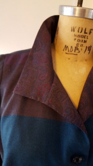 Collar in contrasting cotton.