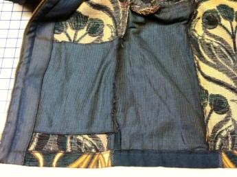Underlined side panel and interior kangaroo pocket.