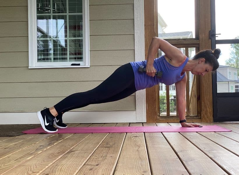 woman doing plank with weighted row