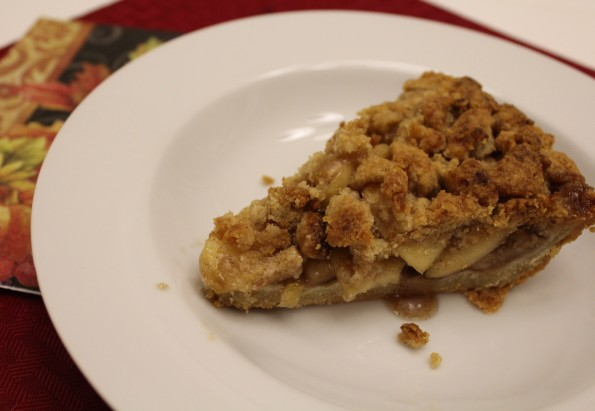 Paleo Apple Crumble Pie - naturally sweetened, gluten free, and super delicious!
