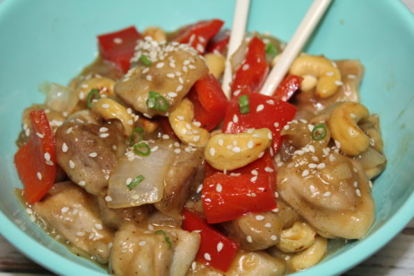 This Whole30 Cashew Chicken Recipe combines orange, cashews and red peppers in an easy, soy-free, tasty Whole 30 meal with great flavor!