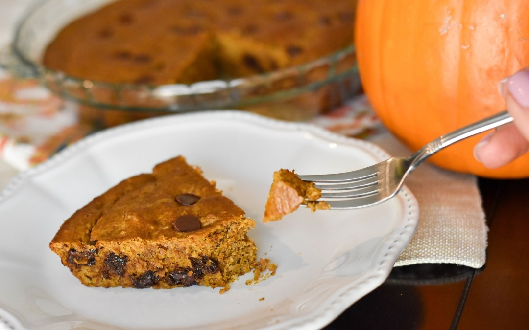 Chocolate chip pumpkin cookie cake (gluten free + paleo)