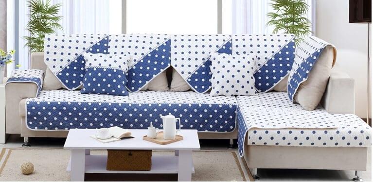Scegliere il copri divano giusto praticit e stile per il - Come coprire un divano rovinato ...
