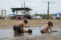 kids-playing-in-mud