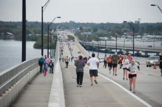 runners on bridge