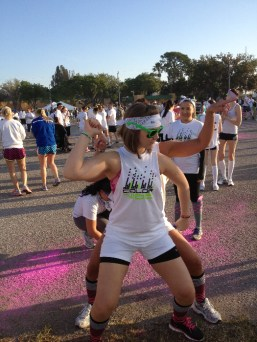 girls-posing-color-vibe-5k