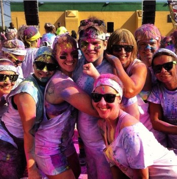 color runner group pose