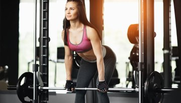 Smith Machine Deadlift: Benefits and Tips to Help You Achieve Best Results