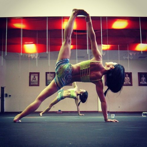 sexy yoga girls (11)