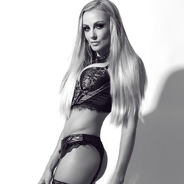 Amber Nichole Miller (19)