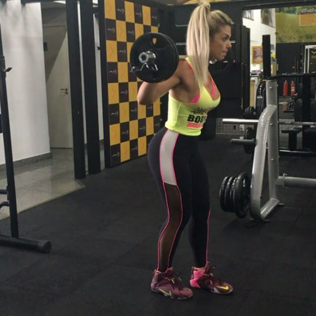 Roberta Zuniga brazilian fitness model (17)
