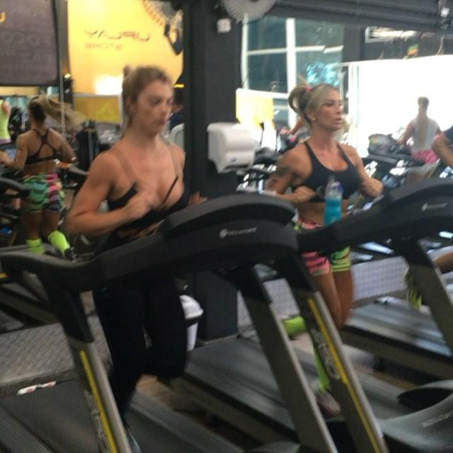 Roberta Zuniga brazilian fitness model (33)