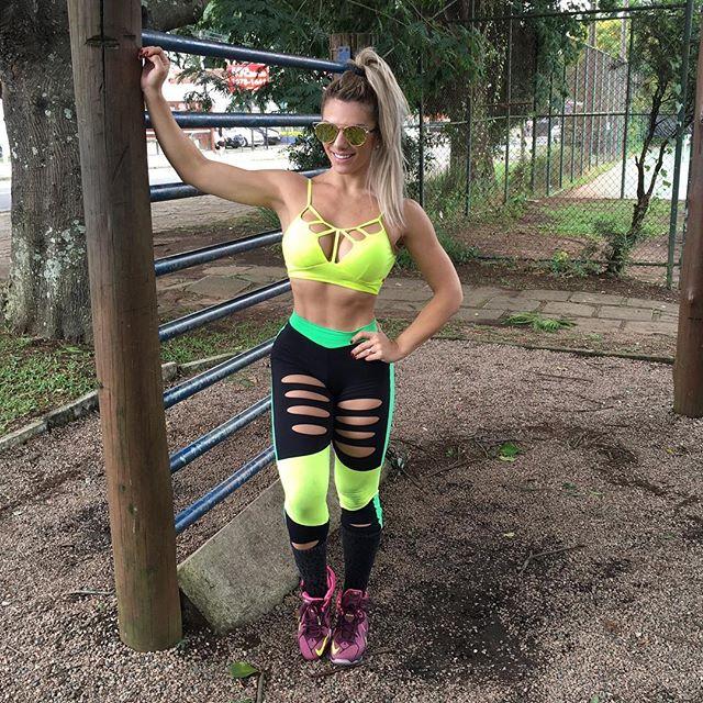 Roberta Zuniga brazilian fitness model (34)