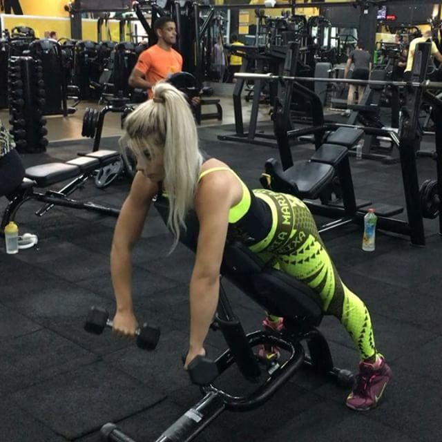 Roberta Zuniga brazilian fitness model (40)