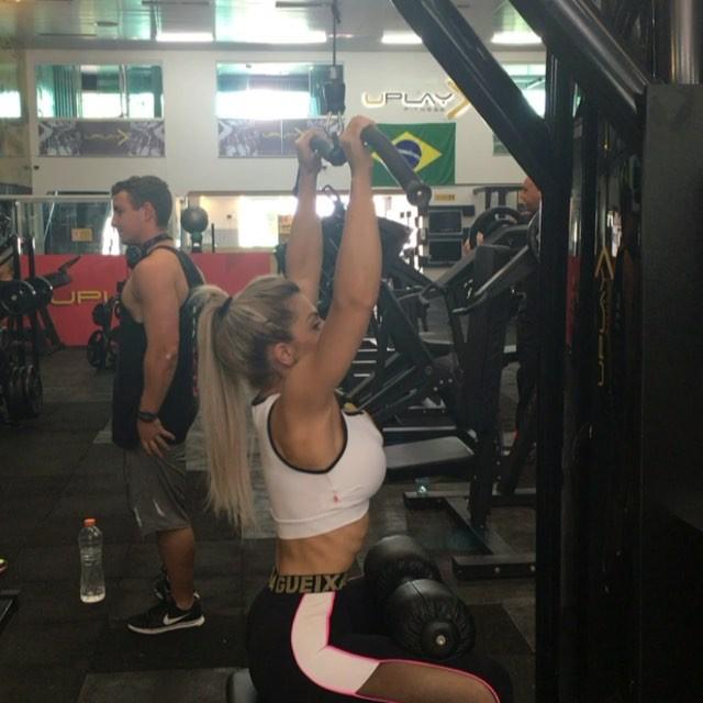 Roberta Zuniga brazilian fitness model (50)
