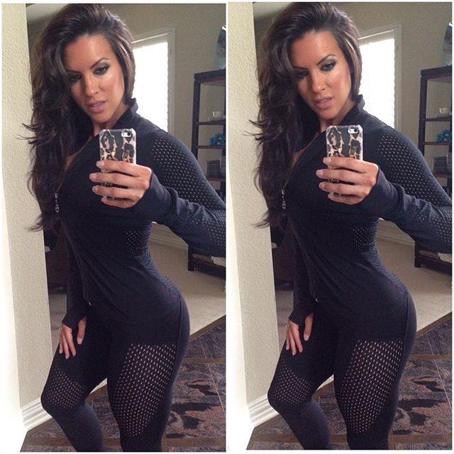 Amanda Latona (28)