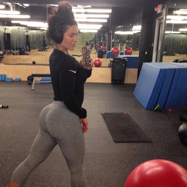 Amanda Latona (36)