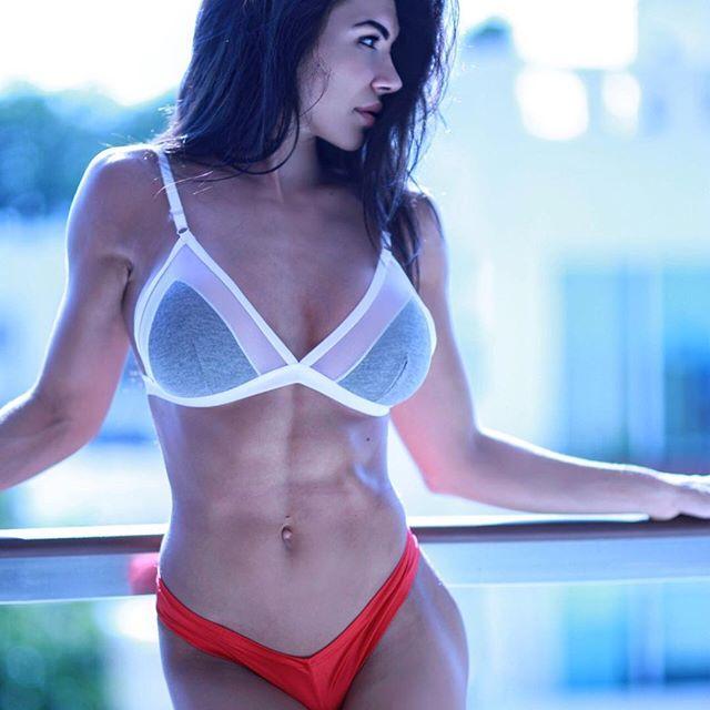 Bianca Gabriela (32)