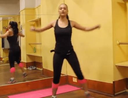 Video di Aerobica per dimagrire a casa: lezione completa di allenamento in italiano