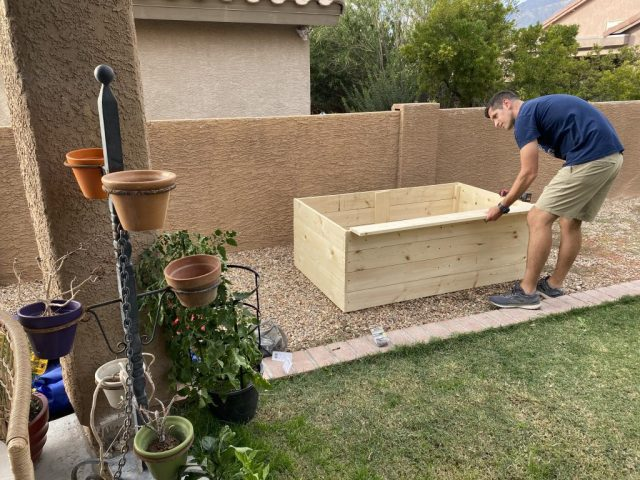 DIY raised garden bed! Grow your own veggies and herbs at home. fitnessista.com